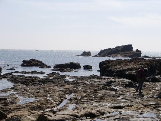 Felsige Küste und glasklare Nordsee am Ärmelkanal