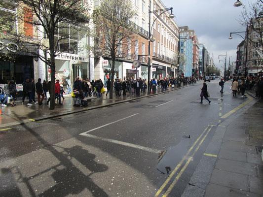 Sonnenschein nach regen in der Oxford Street