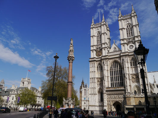 ... westlich des Palace of Westminster, im Hintergrund Big Ben