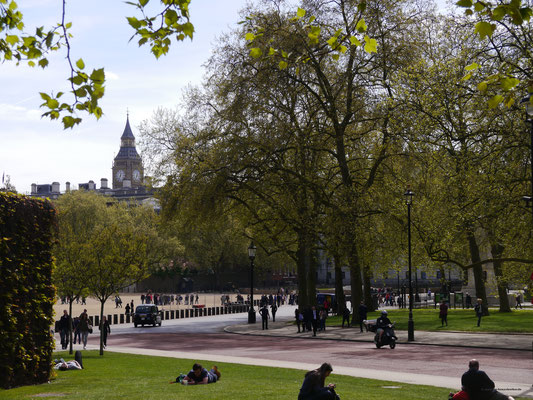 """""""The Mall"""" am St. James's Park entlang"""