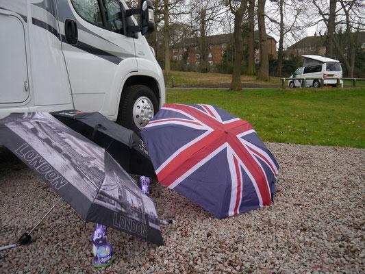 Unsere drei englischen Regenschirme...
