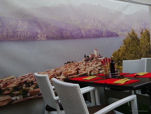 ... mit Fotowand... als ob man auf dem Monte Baldo säße...