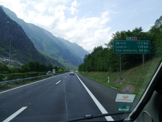 Noch 48 km bis zum Gotthardtunnel