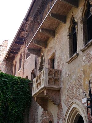 ... mit dem berühmten Balkon