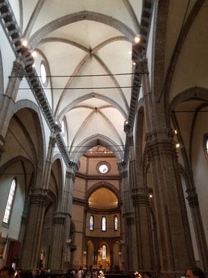 im Langschiff der Kirche