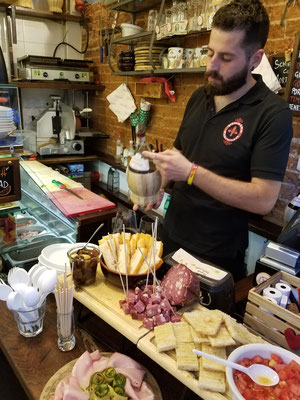 Chianti Ruffina und Fingerfood in der Trattoria