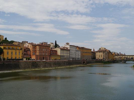 Blick auf Südufer, Ponte Vecchio im Hintergrund