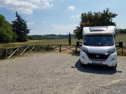 Unser Womo auf dem Parkplatz bei Monteriggioni...