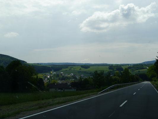 Wallenborn links unten im Tal