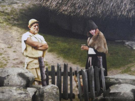 """Abbilder unserer """"prähistorischen"""" Vorfahren, und das Mädel hat ein Gesicht wie eine unserer Fernschreiber-Töchter... ?!"""