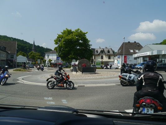 Allgegenwärtige Motorradfahrer, hier in Schleiden