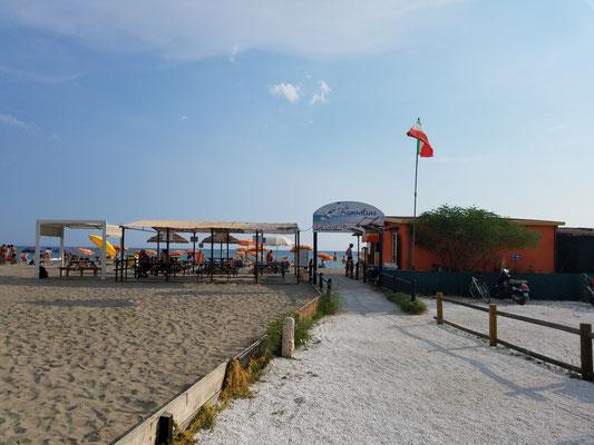 Am Strand von Marinella di Sarzana