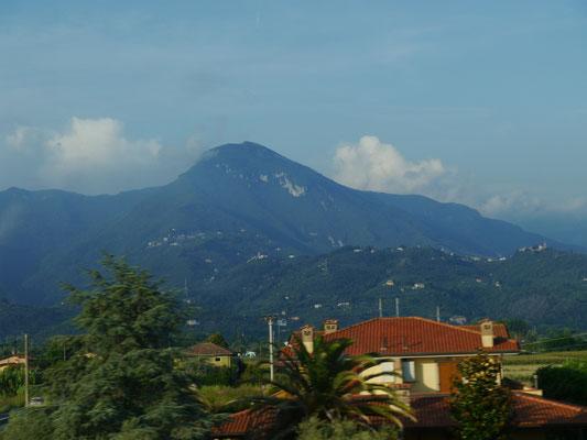 Der Gebirgszug der Apuanischen Alpen