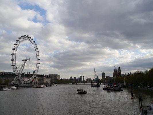1. Blick von der Golden Jubilee Bridge...
