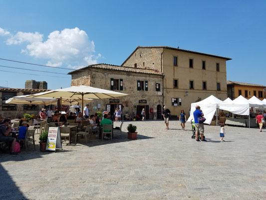 Dorfplatz Piazza Roma in Monteriggioni