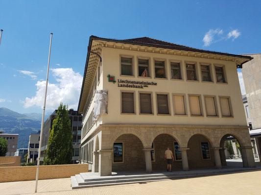 Gegenüber die Liechtensteinische Landesbank