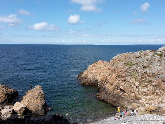 Schöne Bucht mit kristallklarem Wasser