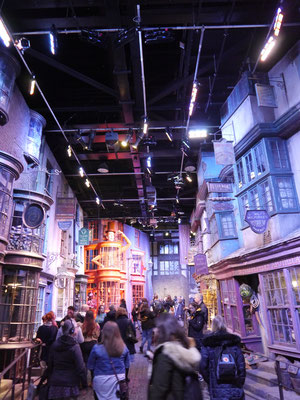 """die """"Einkaufsmeile"""" für Zauberer und Hexen"""