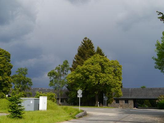 Dunkle Gewitterwolken im Anmarsch!