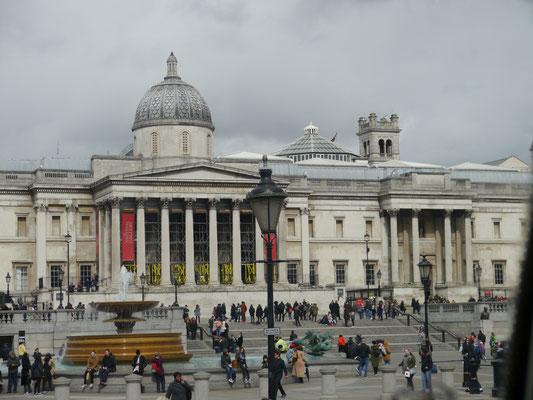 National-Galerie am Trafalgar-Square aus dem Bus heraus gesehen