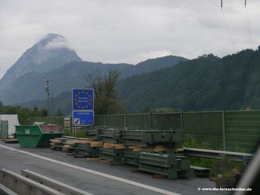 Zehn nach sieben Uhr abends: die österreichische Grenze