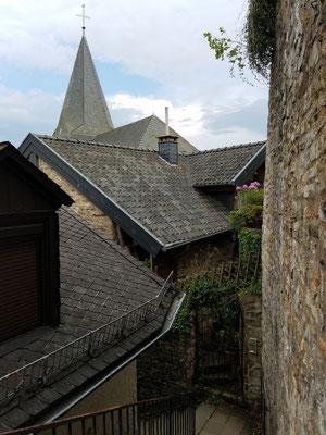... noch höher über die Dächer der Burgberinghäuser