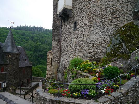"""Liebevoll angelegter """"Burg-Garten"""""""