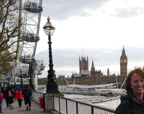 """""""Unterm"""" London Eye auf der anderen Themse-Seite"""
