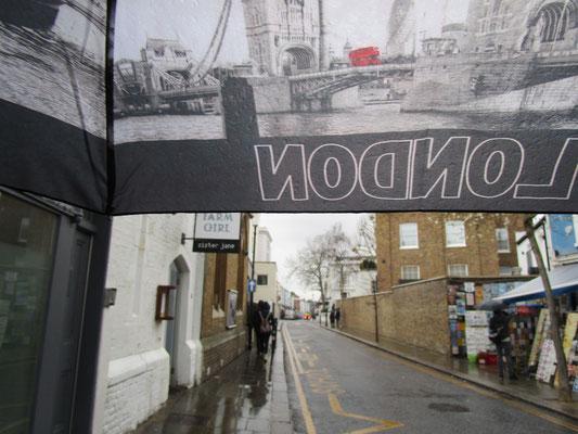 ... im fortdauernden Londoner Regen