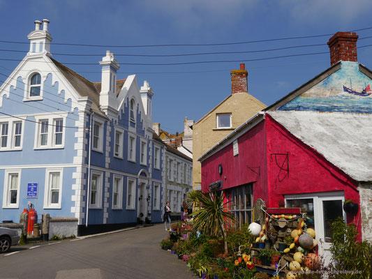 auch farbenfroh bunt sind Häuser zu sehen