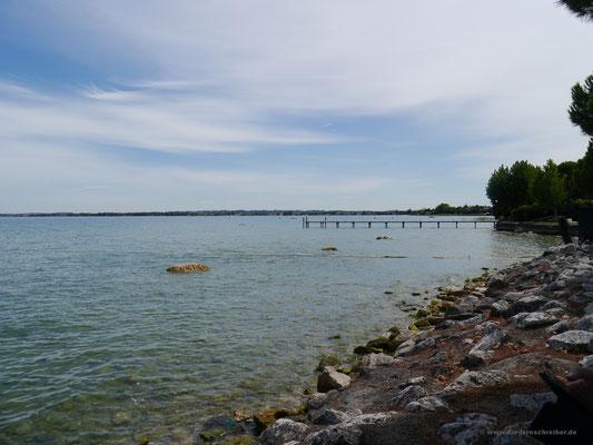 ... schmalen Halbinsel, die weit in den See hineinragt