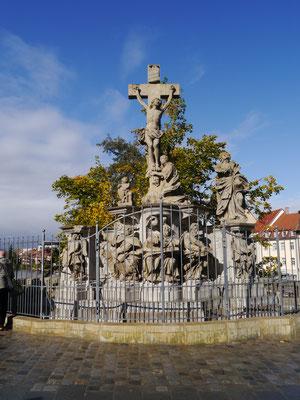 Denkmal auf der Brücke