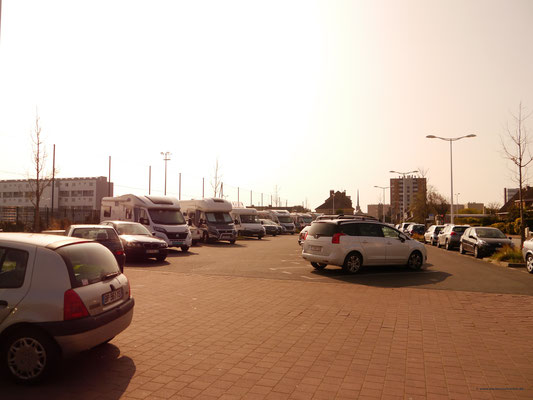 Der (jetzt volle) Parkplatz...