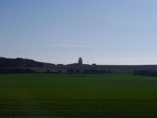 Eingerüsteter Leuchtturm von Dover aus der Ferne