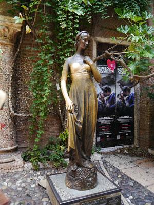 "Die ""Julia-Statue"""