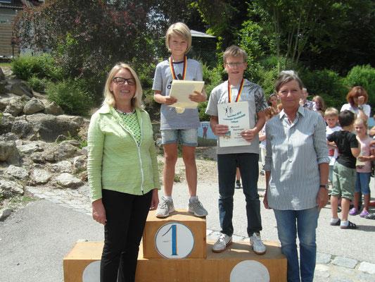 Schulsieger der Buben Grundschule: Benedikt Wiesbauer (3a), Manuel Harringer (4b), Jonas Matsche (4a)