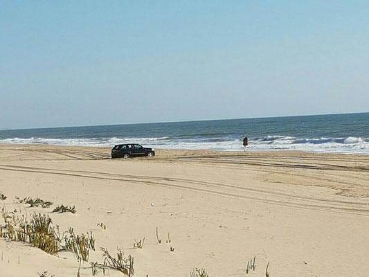 - Allrad steckt im weichen Sand fest