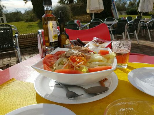 - gemischter Salat mit Thunfisch