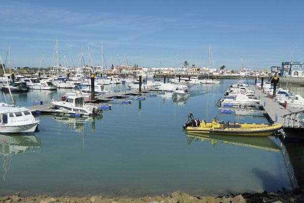 - Hafenbecken zwischen Isla Canela und Punta ...