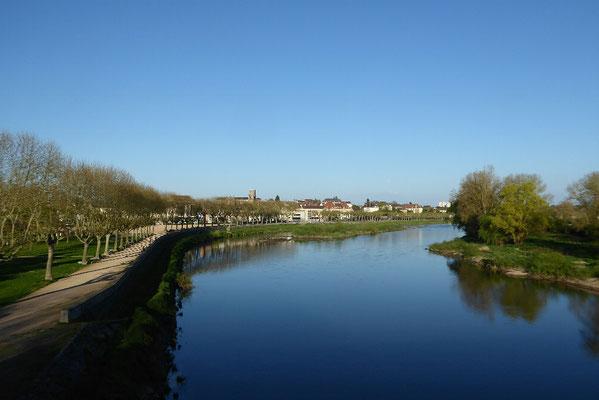 - La Loire vor dem WoMo Stellplatz