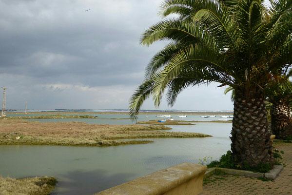 - der Fluss, der Isla Cristina einschließt