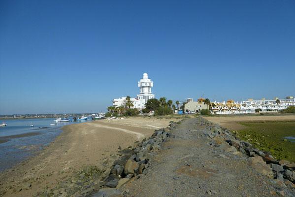 - links Hafenzufahrt | rechts die Lagune