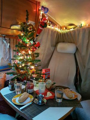 - Frühstückstisch an Weihnachten