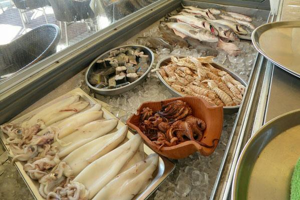 - Meeresfrüchte frisch serviert
