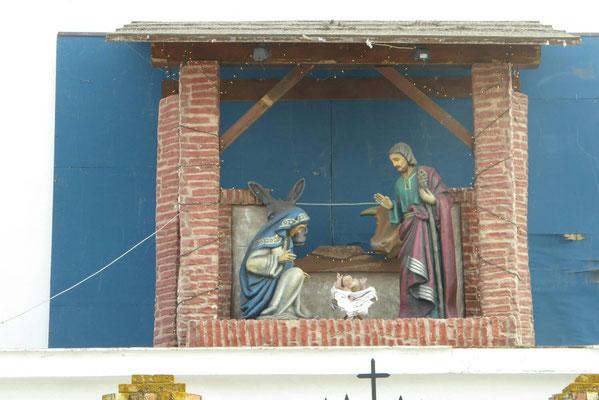 - weithin sichtbar | oberhalb des Kircheneinganges