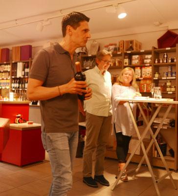 Gastgeber Ivan Gantchev mit Brigitte Lamberts und Ursula Schmid-Spreer