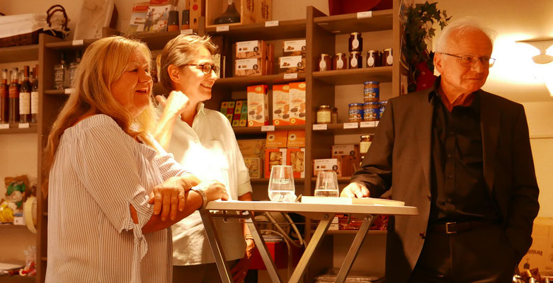 Die Leserunde: Ursula Schmid-Spreer, Brigitte Lamberts und Bruno Woda