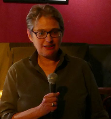 Brigitte Lamberts beantwortet die Fragen des Publikums