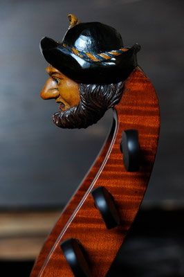 bearded man on the baryton - violworks