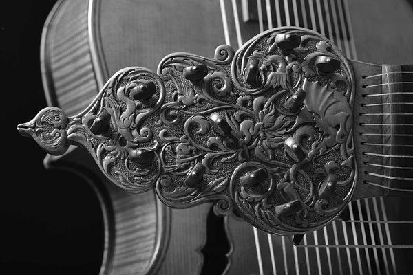 pegbox detail, B/W - violworks